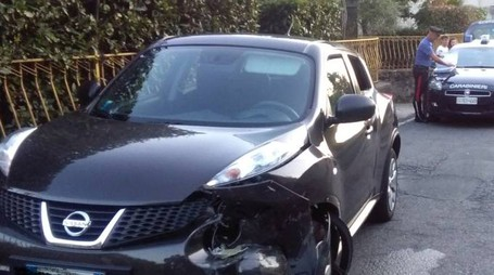 SCONTRO FRONTALE La Nissan sulla quale viaggiavano la mamma e figlia di 5 anni. Stanno indagando i carabinieri di Sarzana