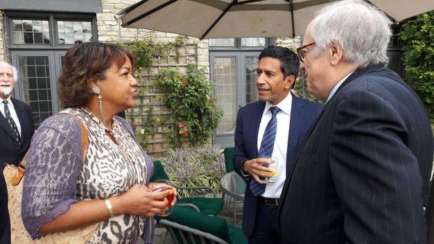 Da sinistra, Helene Cooper, il dottor Sanjay Gupta e l'avvocato Barnett