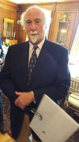 Michael Weiskopf regge la stampa di Andrea Guerra con il suo uncino