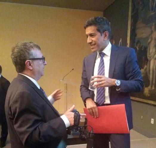 Giovanni Lani parla con il dr Sanjay Gupta