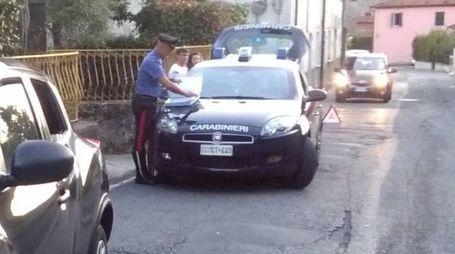 A risalire al conducente della Fiat Punto finita addosso alla Nissan con a bordo madre e figlia  sono stati i carabinieri della stazione di Sarzana