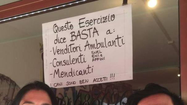 Uno dei cartelli in questione (foto Moretto)