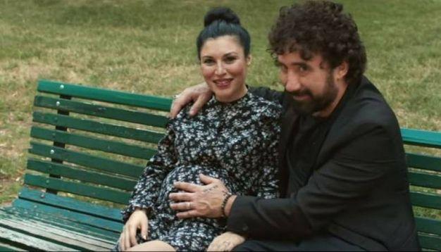 """Giusy Ferreri nel video di """"L'amore mi perseguita"""" con Federico Zampaglione"""