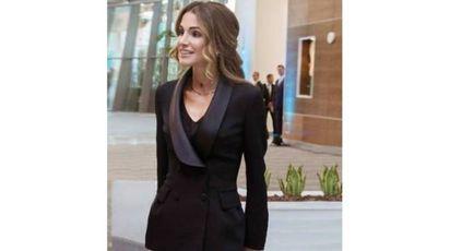 Rania di Giordania con una giacca smoking in cady doppio, Ermanno Scervino Resort 18