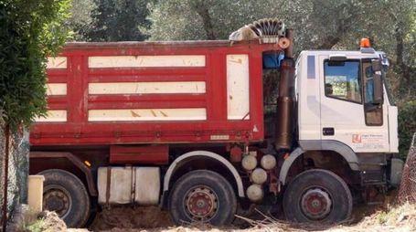 Le ruspe e i camion sono entrate in azione a porta Romana (Foto Labolognese)