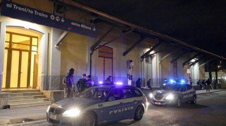 La polizia interviene in stazione