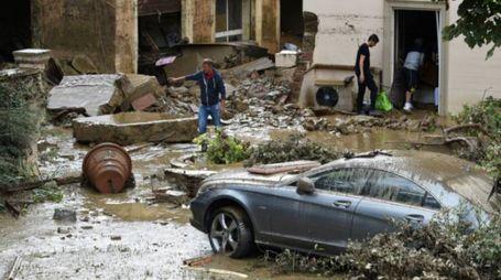 Fango e acque nelle strade di Livorno