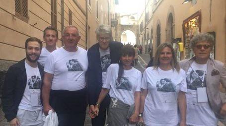 Il gruppo con la T-shirt molto apprezzata dall'archi-star Christo (il più alto al centro è Pio Monti)