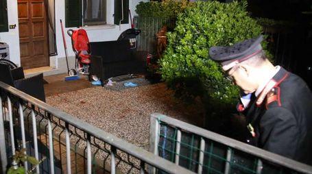 Il cortile della casa di Flero dove è avvenuta la tragedia