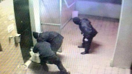 Gli attentatori in azione a Corticella