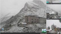 Previsioni meteo, ancora maltempo. Neve sulle Alpi (foto da Twitter @Rifuginrete)