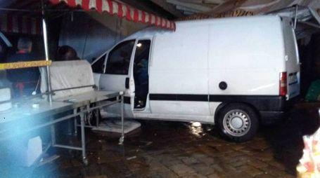 Il furgoncino che ha fatto scatenare il panico e i carabinieri