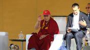 Dalai Lama in piazza dei Cavalieri (foto Valtriani)