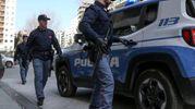 SCATTANO I CONTROLLI Agenti di Polizia impegnati nelle indagini