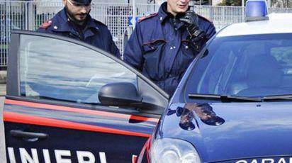 INDAGINI Sul posto sono intervenuti  i carabinieri, che hanno bloccato i tre dopo le botte incrociate  e li hanno arrestati