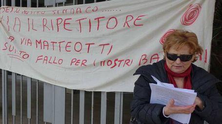 Manifestazione anti-antenna davanti al municipio