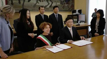 La firma dell'accordo in municipio a Crema