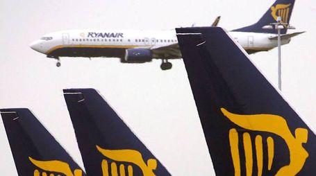 Alcuni aerei della compagnia low cost Ryanair (Ansa)