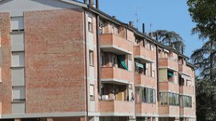 Le case popolari di via Solieri-Lippi, un cui lotto sarà messo all'asta dal Comune