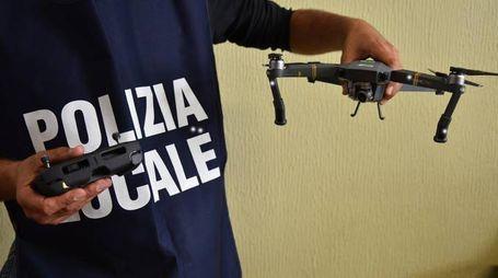 Il drone sequestrato dalla Polizia Locale (Newpress)
