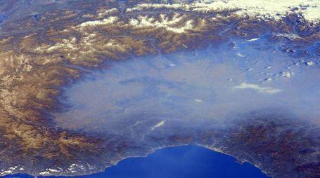 La Pianura Padana immersa nello smog