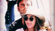 Alessandro Di Battista con la fidanzata in una foto su Instagram