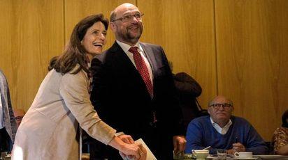 Martin Schulz con la moglie al seggio elettorale (Afp)