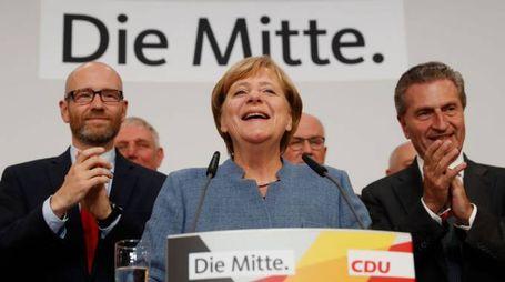 Elezioni Germania, la cancelliera Angela Merkel dopo i risultati degli exit poll (Afp)