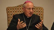Il vescovo mons. Lino Pizzi (foto Fantini)