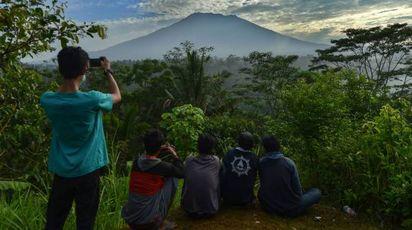 Bali, tutti in fuga dal vulcano Agung