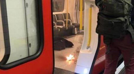 Oggetto in fiamme nella metro di Londra
