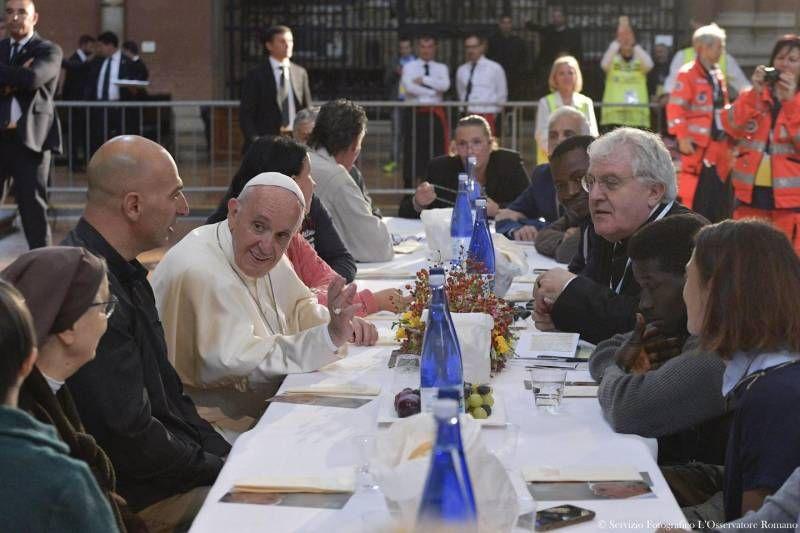 papa-bergoglio-pranzo-poveri-bologna