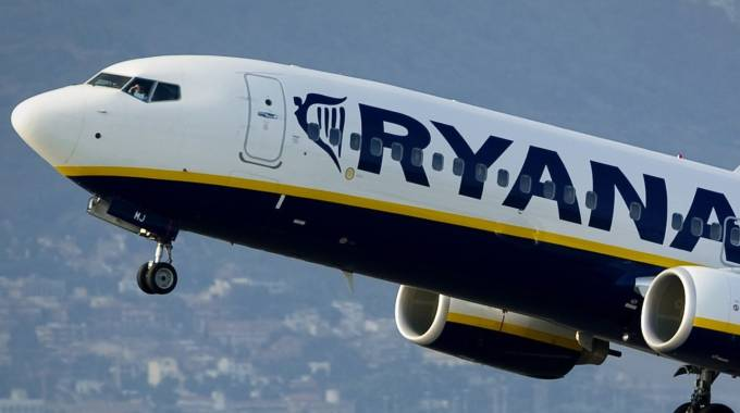 Un aereo Ryanair (Afp)