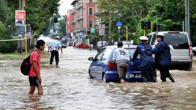 Milano, il Seveso esonda