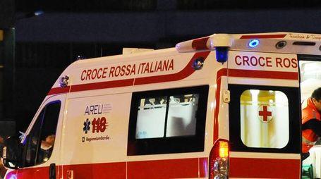 Incidente stradale: sul posto l'ambulanza (Cusa)
