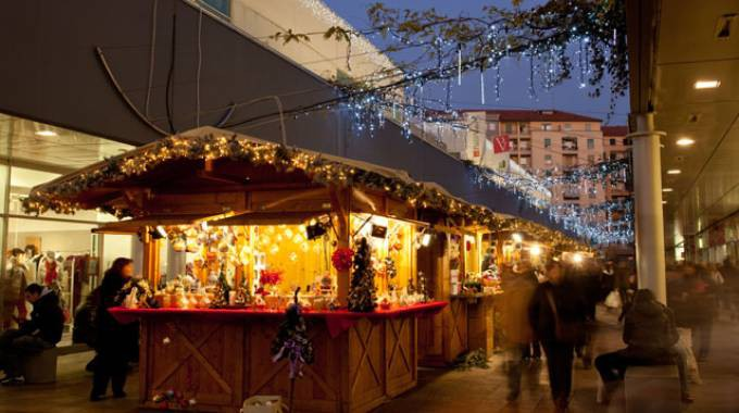 Milano mercatini di natale in piazza portello dal for Mercatini lecco