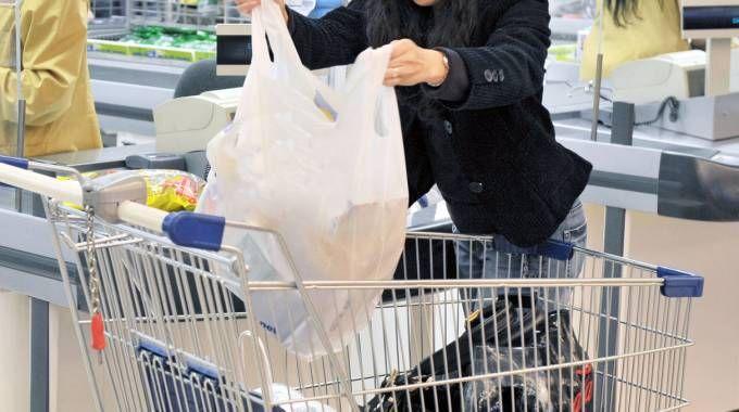 Un carrello della spesa all'interno di un Supermercato