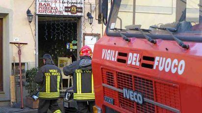 I vigili del fuoco in via Puccini (Foto Castellani)