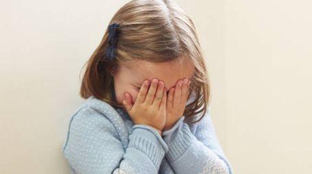 Bambina che piange (immagine d'archivio)