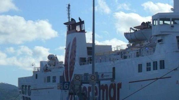 Un traghetto Toremar