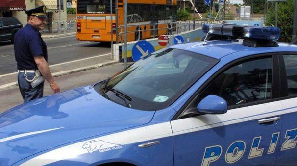 """VOLANTE Un controllo della polizia nella zona della stazione ferroviaria, spesso teatro di episodi di microcriminalità (foto Luca Ravaglia)RAVAGLIA 03/01/2015 CESENA STATUA """"DELL'EQUILIBRISTA"""" DI LEONARDO LUCCHI danneggiataRAVAGLIA 26/05/07 CESENA POLIZIA IL LUOGO DELL'AGGRESSIONE SESSUALE NEI PRESSI DEL SOTTOPASSO DELLA STAZIONE"""