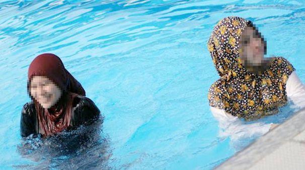 Sesto san giovanni musulmane in vasca piscina off limits for Piscina olimpia a sesto san giovanni