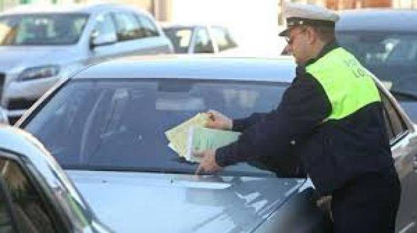 Un agente di Polizia locale all'opera