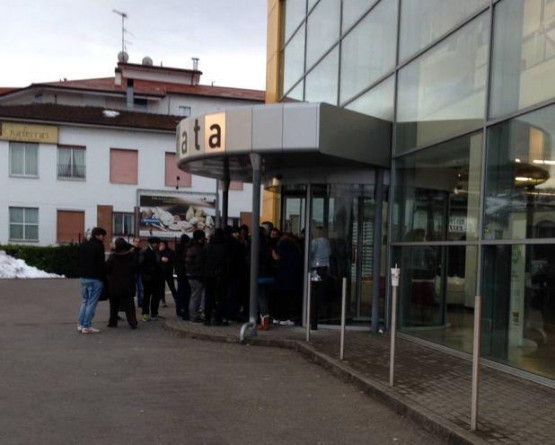 Divani a 5 euro tutti in fila da ricci casa cronaca - Ricci casa ciano d enza ...