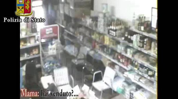 Il negozio usato come base logistica