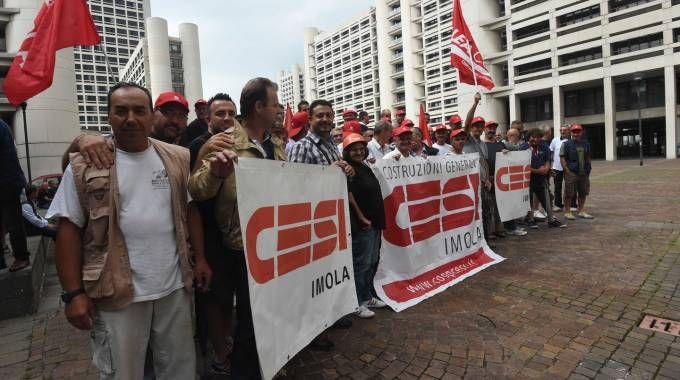 Imola (Bologna), la protesta dei lavoratori Cesi in Regione (FotoSchicchi)