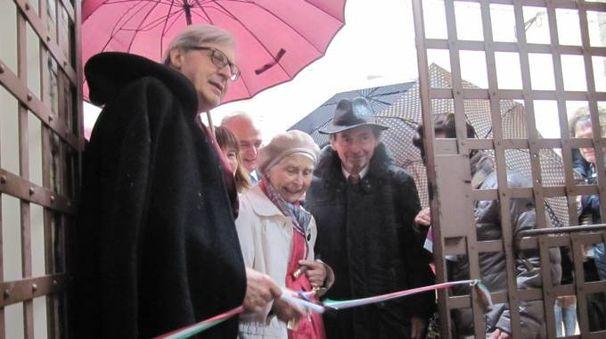 Vittorio Sgarbi con Mary de Rachewiltz e Sigfried Walter de Rachewiltz, figlia e nipote di Ezra Pound