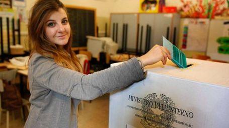23-11 -2014- ravenna elezioni regionali gente al voto