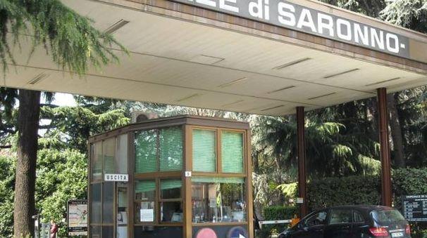L'ingresso dell'ospedale nel centro di Saronno