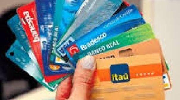 Carte di credito (immagine di repertorio)